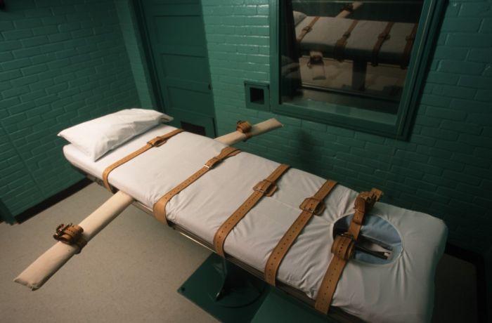 В США повторно казнят осужденного, которому не смогли ввести смертельную инъекцию (2 фото)