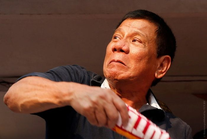 Президент Филиппин Дутерте признался, что лично убивал подозреваемых в преступлениях (2 фото)