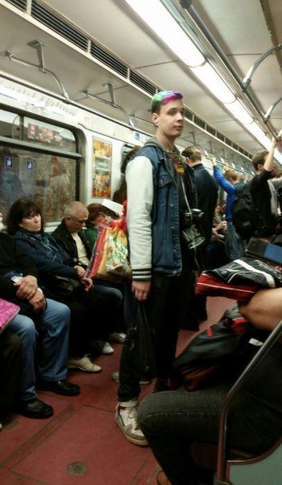 Модные пассажиры российского метро (32 фото)