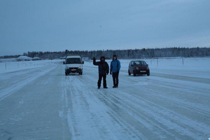 Как создают ледяную переправу между городами Салехард и Лабытнанги (14 фото)