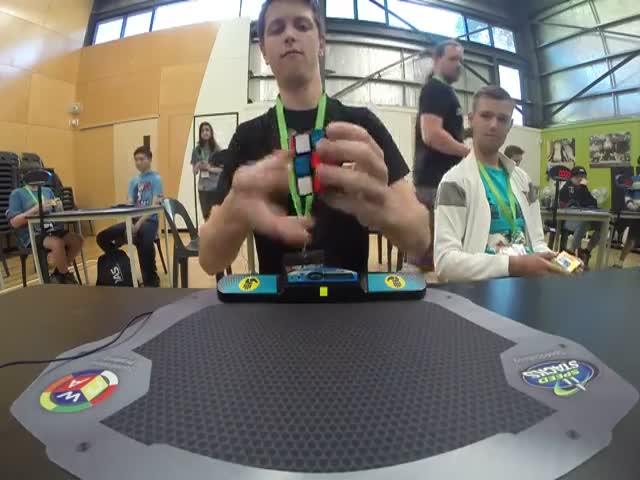 Австралиец Феликс Земдегс побил рекорд сборки кубика Рубика