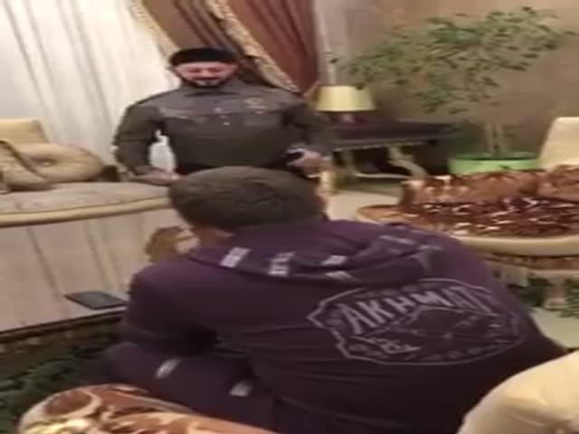 Михаил Галустян репетирует свой пародийный номер перед Рамзаном Кадыровым