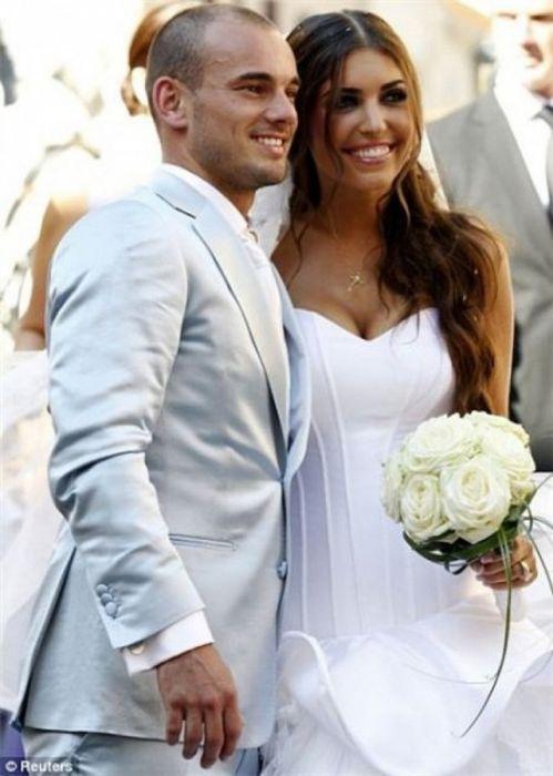 Самые красивые жены и девушки футболистов (45 фото)