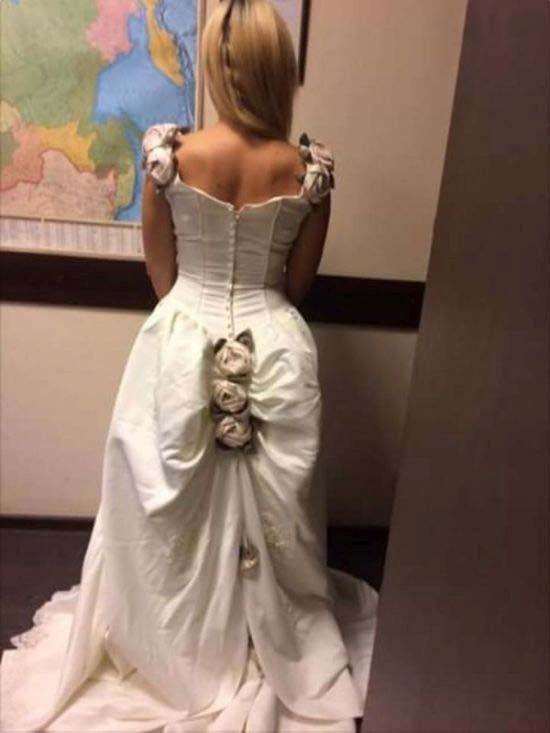 Не совсем обычное свадебное платье (3 фото)