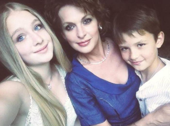Семья актера Сергея Бодрова тогда и сейчас (2 фото)