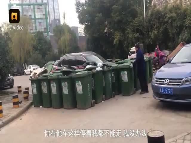 Китайский мусорщик наказал автомобилиста
