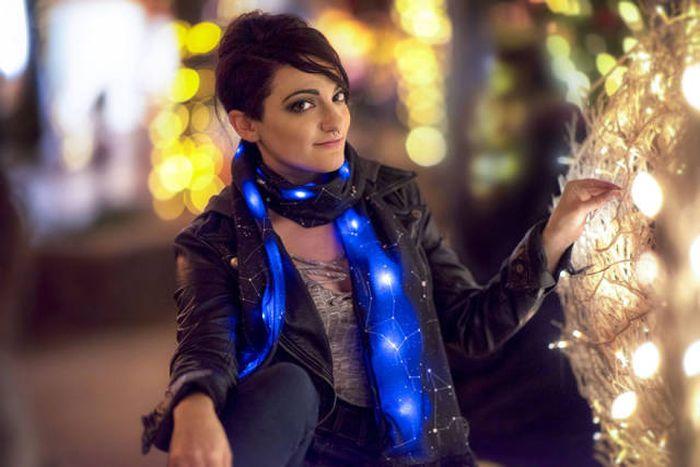 Оригинальный светящийся шарф (5 фото)