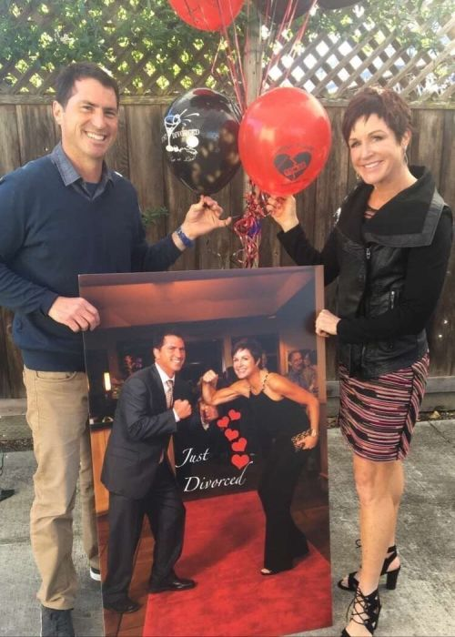 В США бывшие супруги отметили свой развод вечеринкой (6 фото)