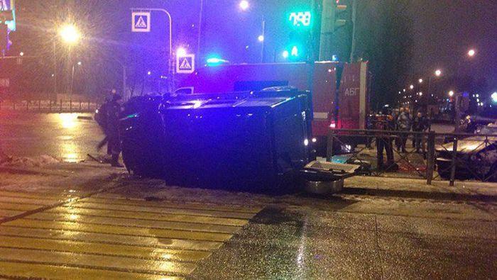 В Санкт-Петербурге сын миллиардера Евгения Пригожина разбил внедорожник Mercedes Gelandewagen (6 фото)