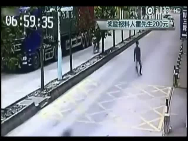 Водитель грузовика проучил воришку