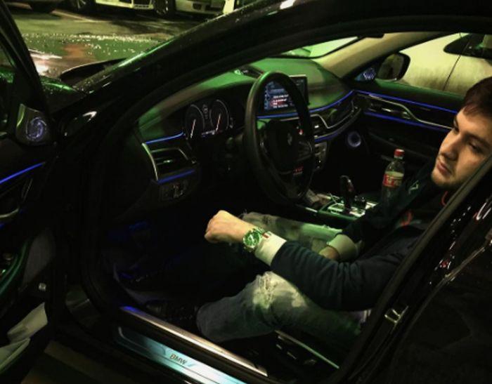 Друг мажоров на Gelandewagen поиграл в «шашки» на дорогах ночной Москве (4 фото + видео)