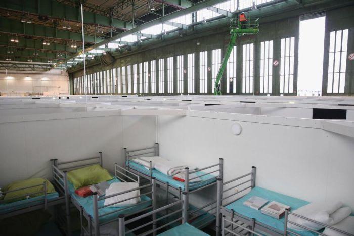 Аэропорт Темпельхоф - крупнейший лагерь беженцев в Германии (12 фото)