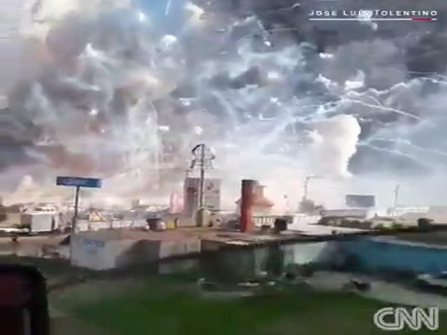 Взрыв на ярмарке фейерверков в Мексике