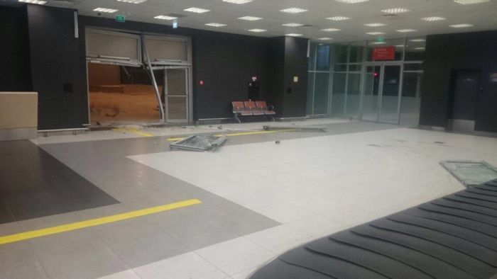 В Казани бывший полицейский протаранил аэропорт (7 фото + 2 видео)