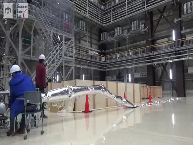 Японцы создали самого длинного и самого легкого робота в мире