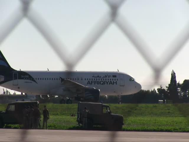В Ливии захватили пассажирский самолет