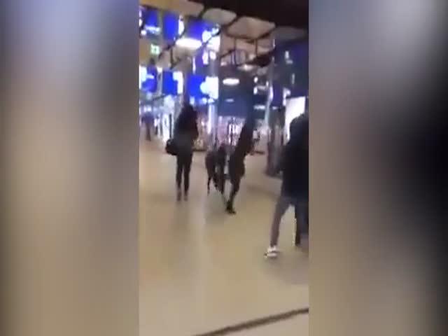 Нападение на женщину со спины в Нидерландах