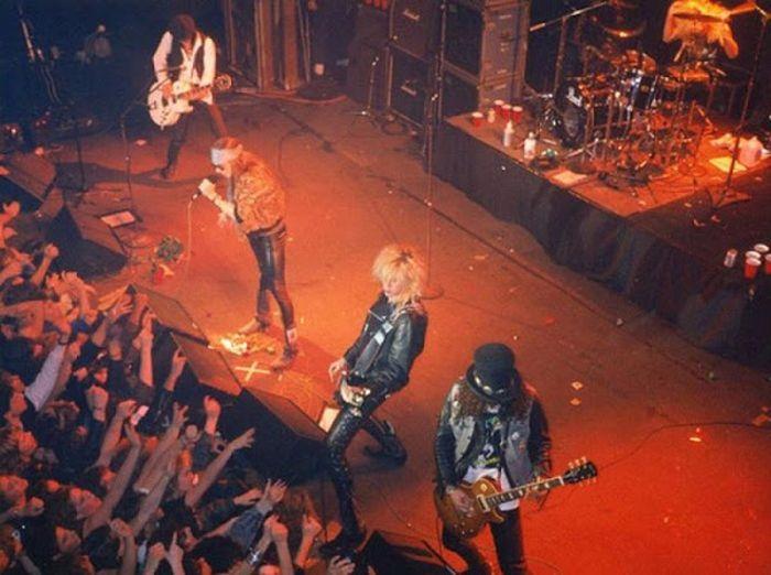 Культовые рок-группы в начале своей карьеры (21 фото)