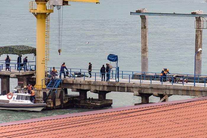 У побережья Сочи потерпел крушение самолет Ту-154 (13 фото + видео)