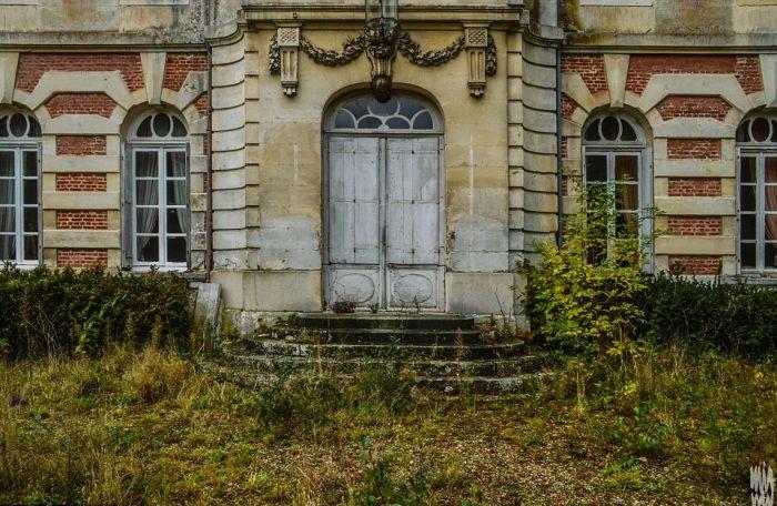 Заброшенный старый замок на севере Франции (10 фото)
