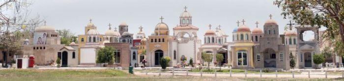 Шикарные мавзолеи мексиканских наркобаронов (13 фото)