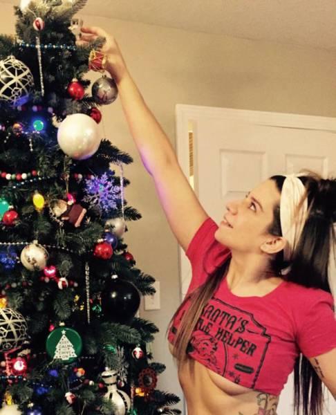Очаровательные девушки готовятся к встрече Рождества и Нового года (62 фото)
