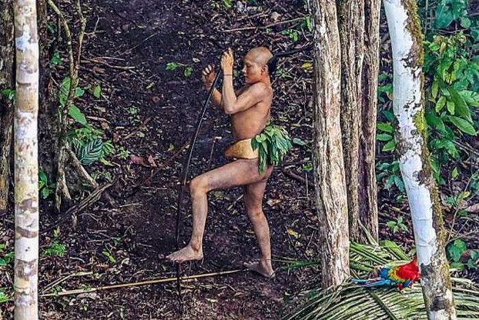 Современное племя, которое никогда не контактировало с внешним миром (12 фото)