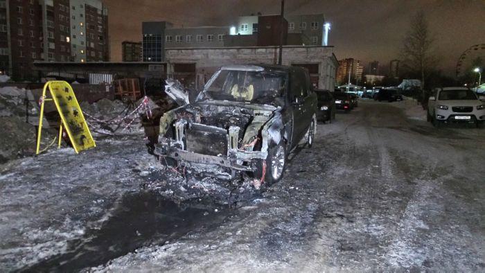 Жителю Екатеринбурга сожгли четвертый внедорожник Land Rover (5 фото + видео)
