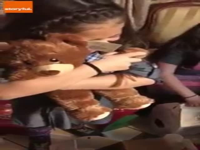 Трогательная реакция девочек на рождественский подарок