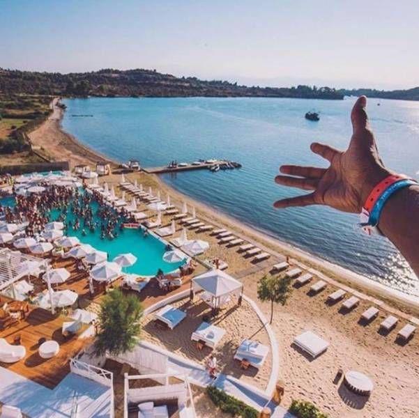 Беззаботная жизнь «золотой молодежи» Греции (29 фото)