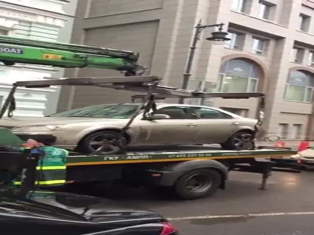 Эвакуаторщик повредил автомобиль
