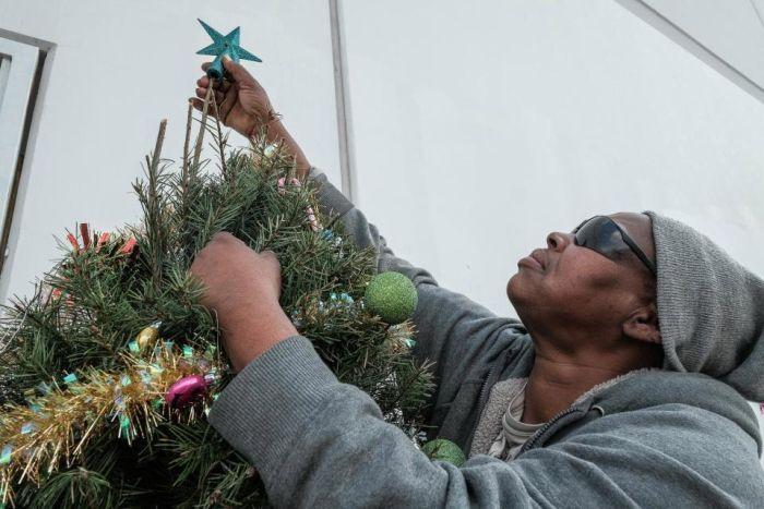 Рождество в трущобах Лос-Анджелеса (19 фото)