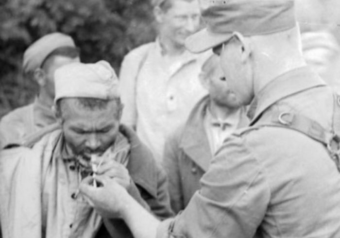 Как решили проблему массовой сдачи в плен во время ВОВ (3 фото)