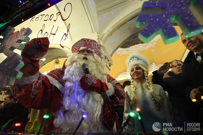 В московском метро запустили новогодний поезд (8 фото)