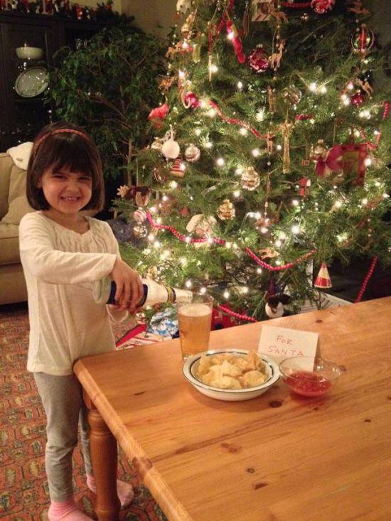 Хитрый отец придумал, чем себя порадовать на рождество (4 фото)