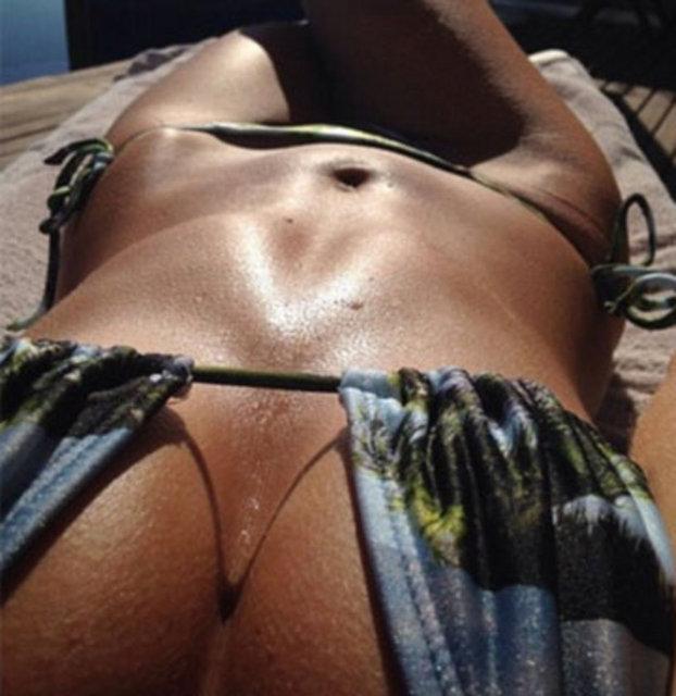 Прекрасные пляжные селфи девушек (42 фото)