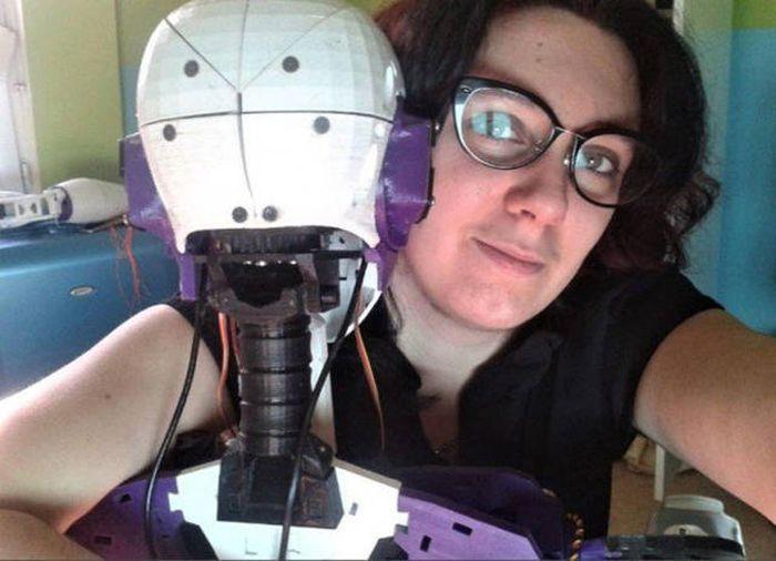 Любовь с роботом!!! Француженка намерена узаконить свои отношения