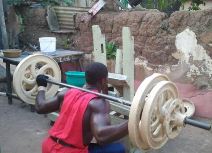 Тренажерный зал африканских бодибилдеров (18 фото)