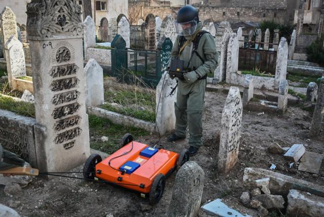 Российские саперы в Алеппо (25 фото)