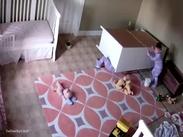 2-летний мальчик спас своего брата-близнеца