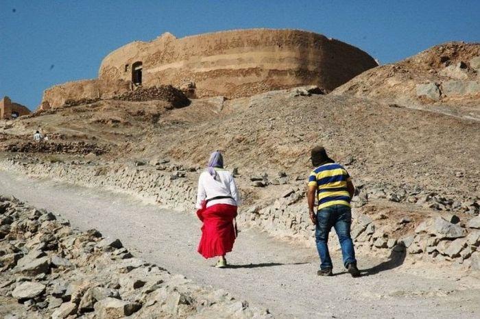 «Башни молчания» в Иране и Индии (23 фото)