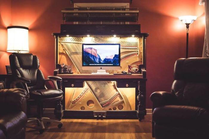 Компьютерный стол из старого пианино (15 фото)