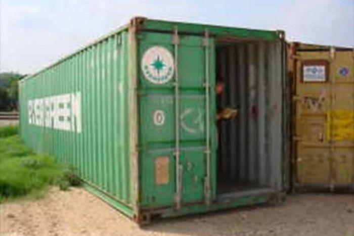 Винный погреб в металлическом контейнере (18 фото)