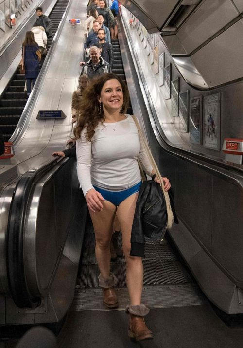 «В метро без штанов-2017» (17 фото)