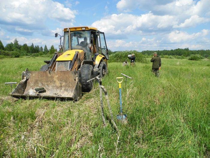 Раскопки немецкого блиндажа в Ленинградской области (40 фото)