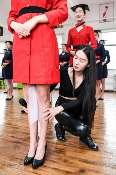 В китайской школе стюардесс (8 фото)