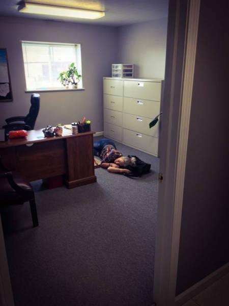 Как развлечь себя на работе (26 фото)