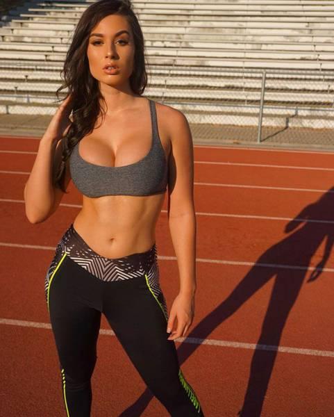 Очаровательные девушки, которые дружат со спортом (54 фото)