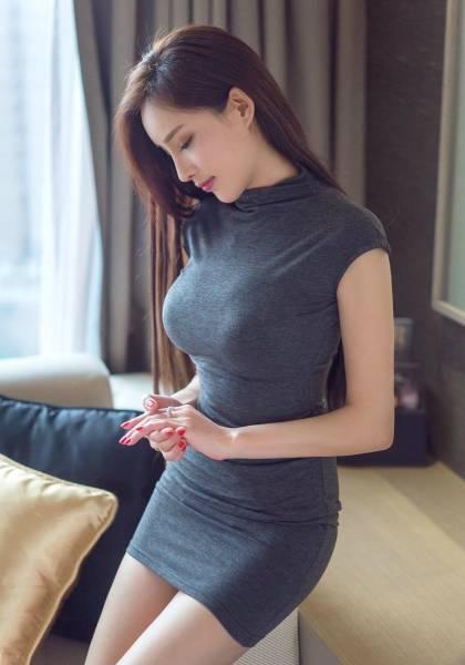 Девушки в обтягивающих платьях (58 фото)