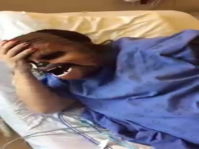 Девушка надела маску Чубаки во время родов